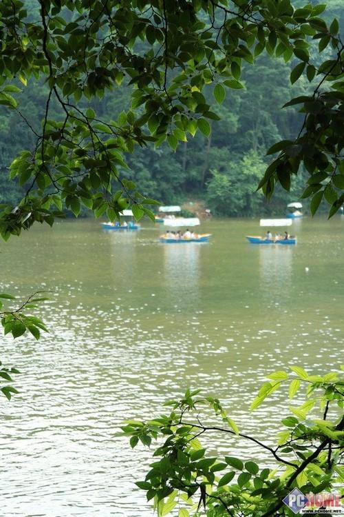 虽然说黔灵山公园也称公园,但是和众多的城市公园不一样,黔灵